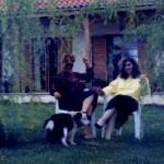 η Ρηνούλα με την παιδική της φίλη, Μαρία.