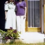 με την φίλη της, Έβελιν, στη Γενέυη