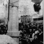 Άρης Βελουχιώτης και Τζαβέλας κρεμασμένοι στο τσιγκέλι πάνω στο φανοστάτη στα Τρίκαλα
